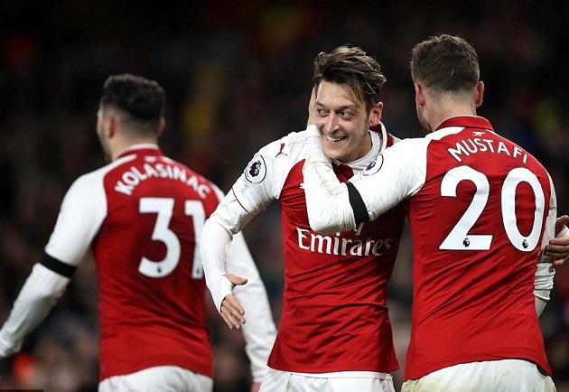 Arsenal thắng đậm 5-0 trước Huddersfield