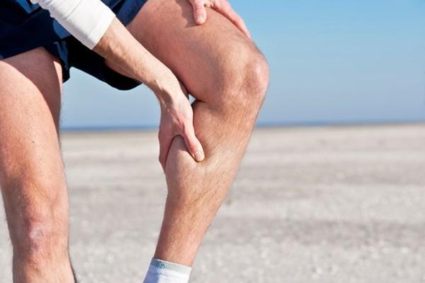 Cách chữa căng cơ khi đá bóng