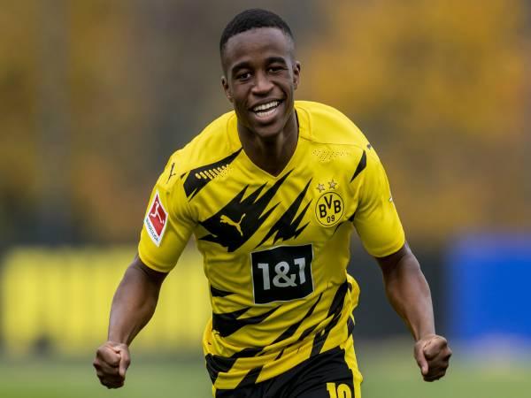 Tin Dortmund ngày 16/3: Thần đồng 16 tuổi solo ghi bàn cho Dortmund